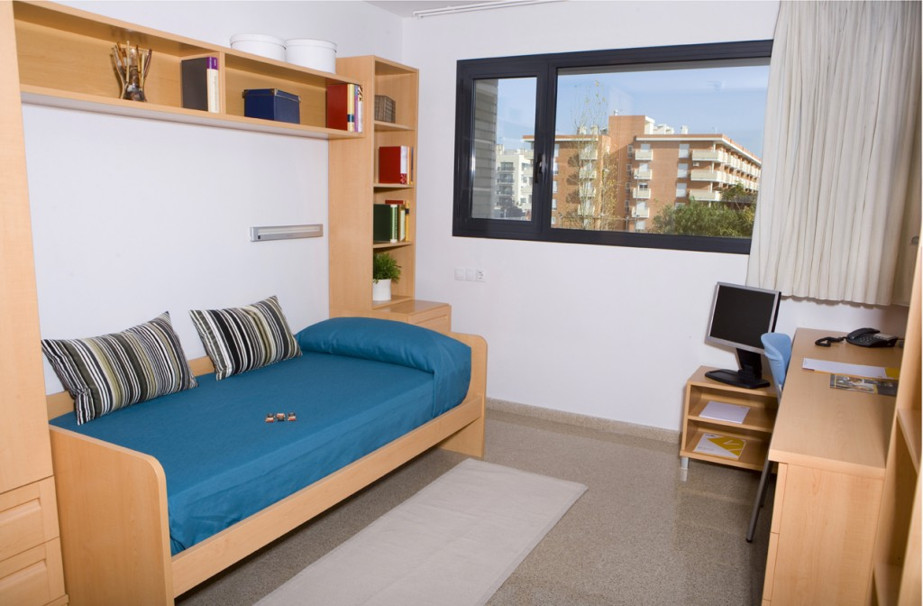 budget accommodation - close to the beach!